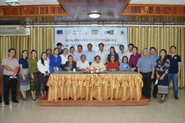 Lao civil society representatives at FLEGT VPA workshop